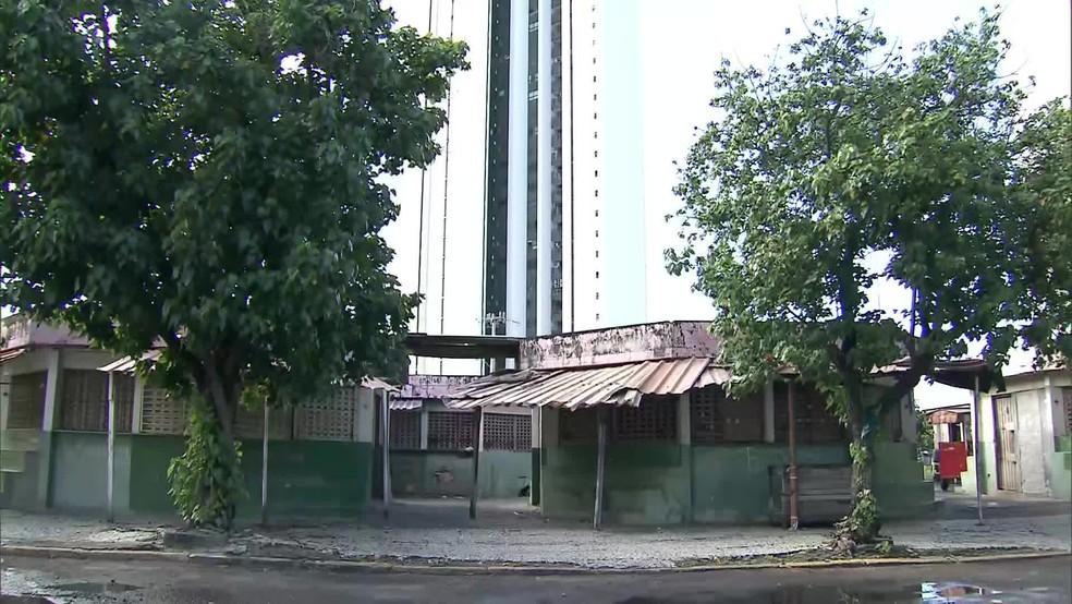 Ataque contra Roberta ocorreu no Cais de Santa Rita, na área central do Recife — Foto: Reprodução/TV Globo