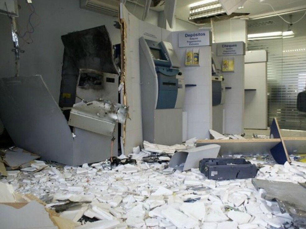 Em seis meses, 35 bancos foram alvos de ataques no Ceará. Na maioria das vezes, agências são explodidas, e população fica sem os serviços (Foto: Arquivo pessoal)