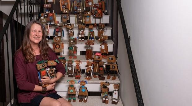 Mônica Irato já criou mais de 70 robôs usando resíduos da construção civil (Foto: Reprodução)