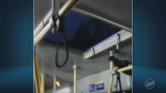 Passageira abre guarda-chuva dentro de ônibus durante temporal em Monte Mor; vídeo