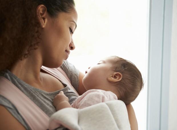 Com apoio da família as chances de prosseguir com a amamentação aumentam (Foto: ThinkStock)