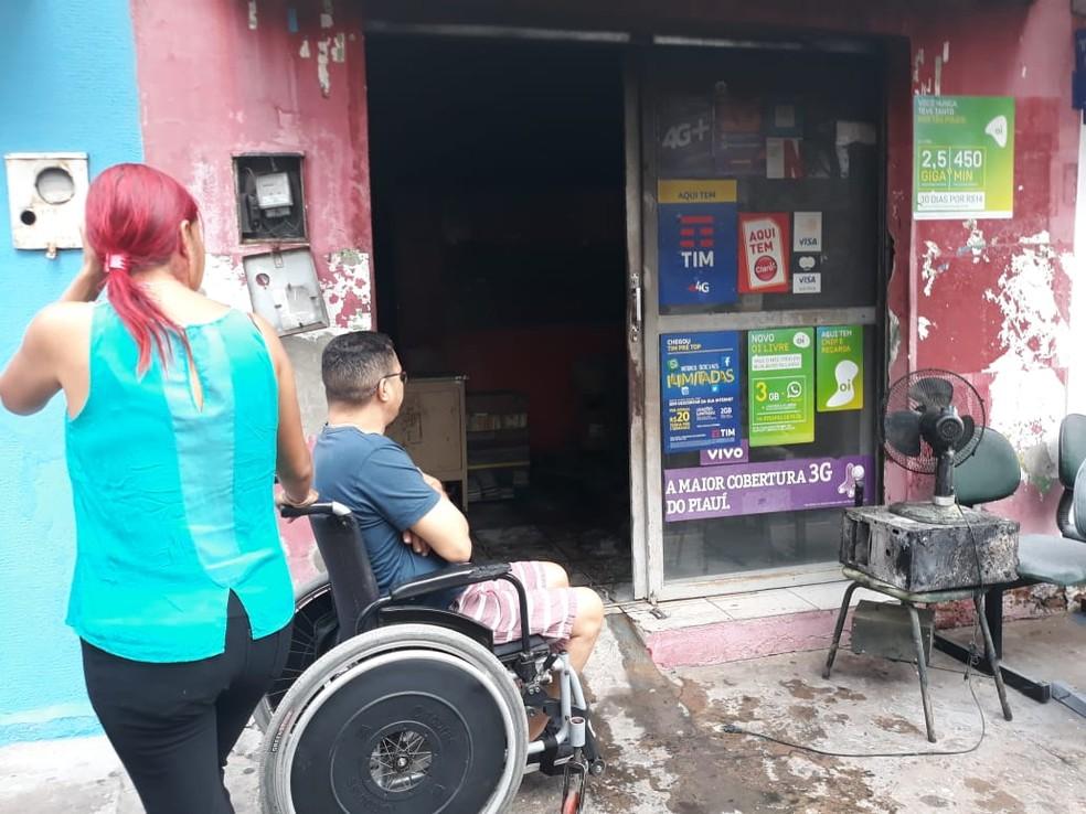 Incêndio destruiu loja de celular na Zona Sudeste de Teresina — Foto: Gilcilene Araújo/G1