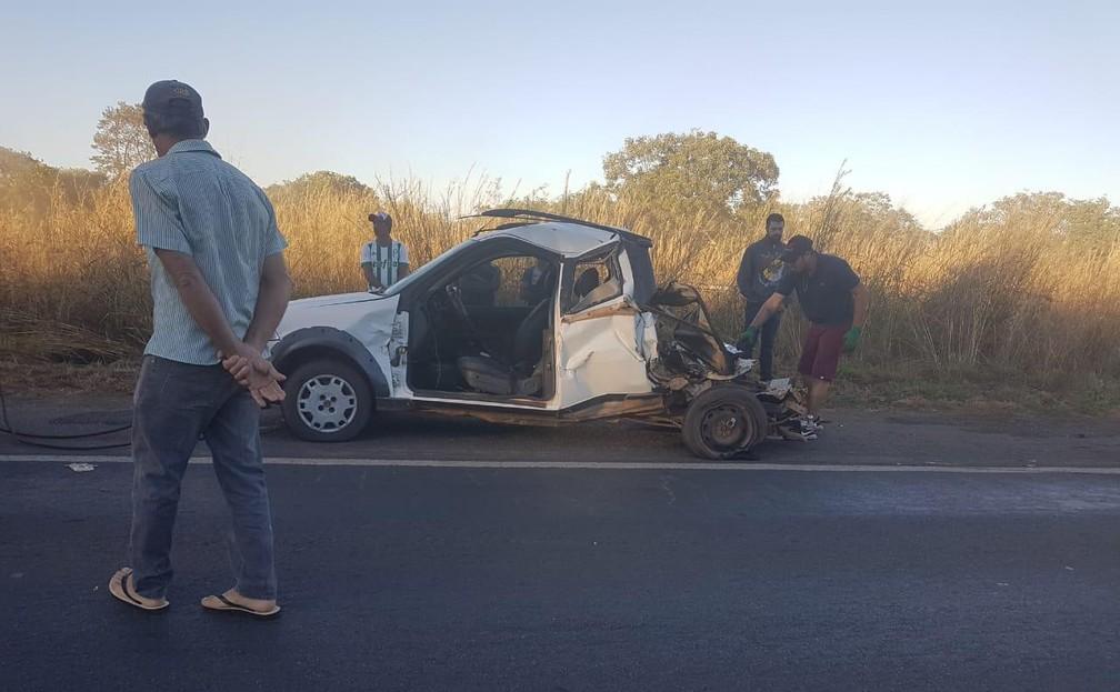 Carro ficou destruído após o acidente — Foto: Blog do Sigi Vilares