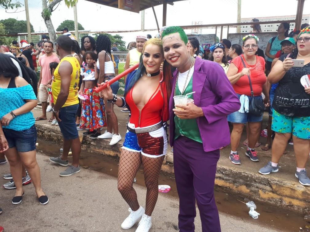 Casal se fantasia de Arlequina e Coringa para curtir o BQVV em Porto Velho.  — Foto: Ana Kézia Gomes/G1