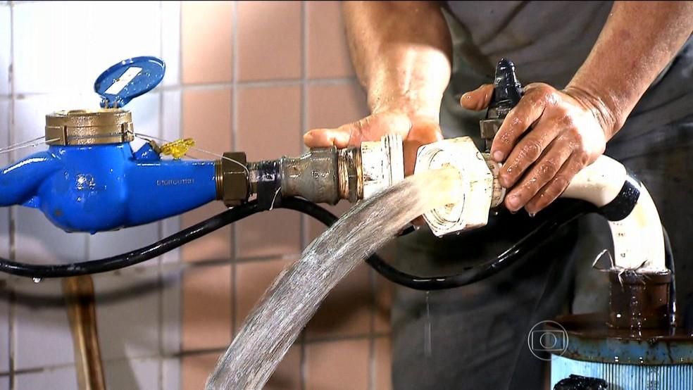 Os poços artesianos e a utilização de água subterrânea são uma boa alternativa de fonte de recursos hídricos em períodos de seca, aponta o estudo — Foto: Reprodução/TV Globo