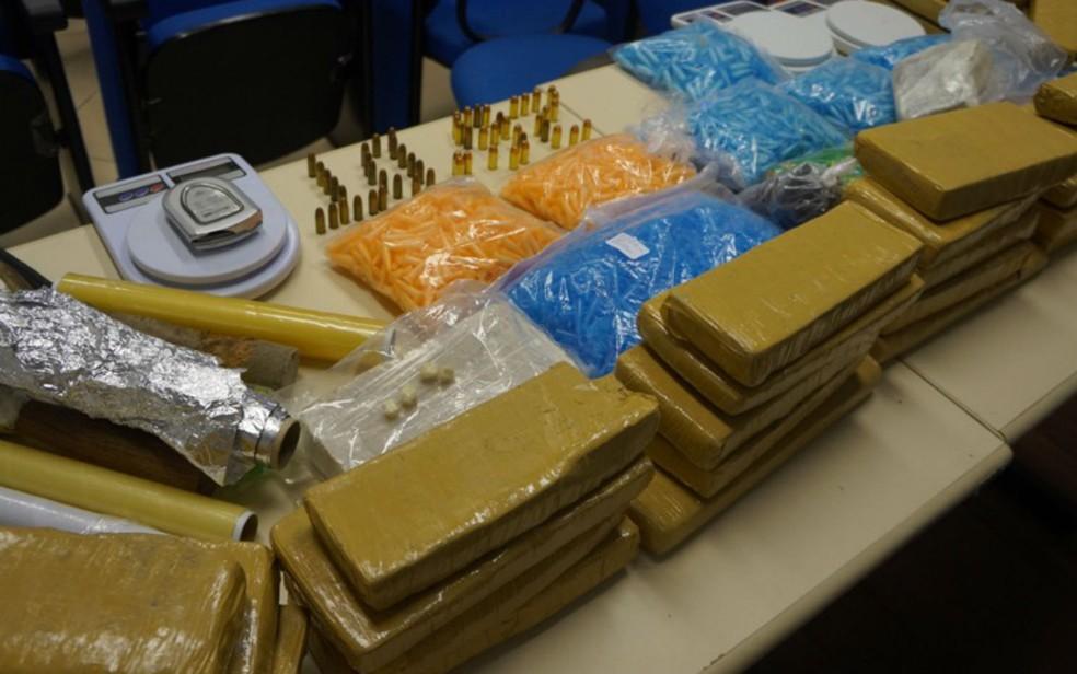 Drogas foram apreendidas com suspeito preso  (Foto: Divulgação/Polícia Civil)