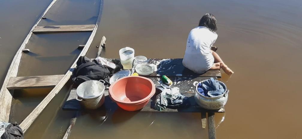 Indígenas não têm acesso a água potável no interior do Amazonas. — Foto: Reprodução