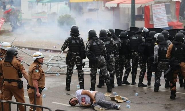 Conflito entre a PM e professores, Paraná (Foto: Gazeta do Povo)