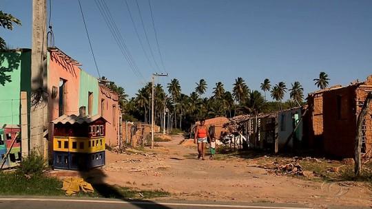 Famílias despejadas de assentamento ocupam quadra de escola em São Miguel dos Milagres, AL