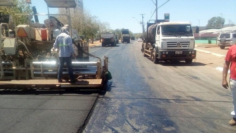 Recapeamento de asfalto em Palmas deixa avenidas interditadas (Foto: Prefeitura de Palmas/Divulgação)