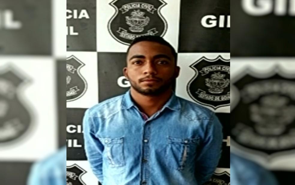 Juliano Dante da Silva foi autuado por porte ilegal de arma, em Luziânia, Goiás (Foto: TV Anhanguera/Reprodução)