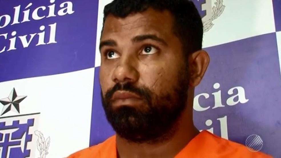 Treinador de futebol fingia ser mulher, pedia fotos a alunos e os obrigava a fazer sexo — Foto: Reprodução/ TV Bahia