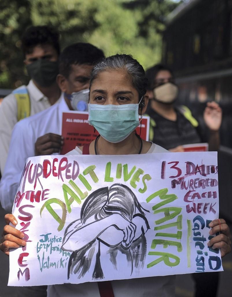 Dois casos de estupros seguidos de homicídios na Índia motivam protestos em defesa de mulheres de casta dalit