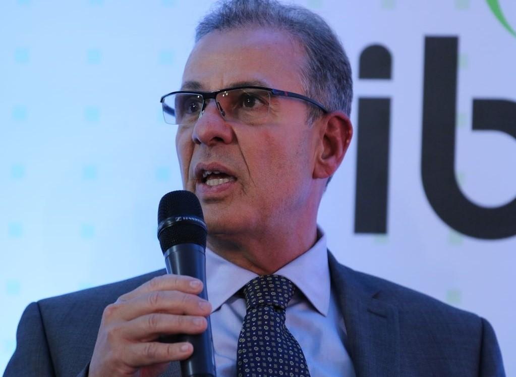 Ministro de Minas e Energia diz que governo pode isentar conta de luz dos consumidores de baixa renda