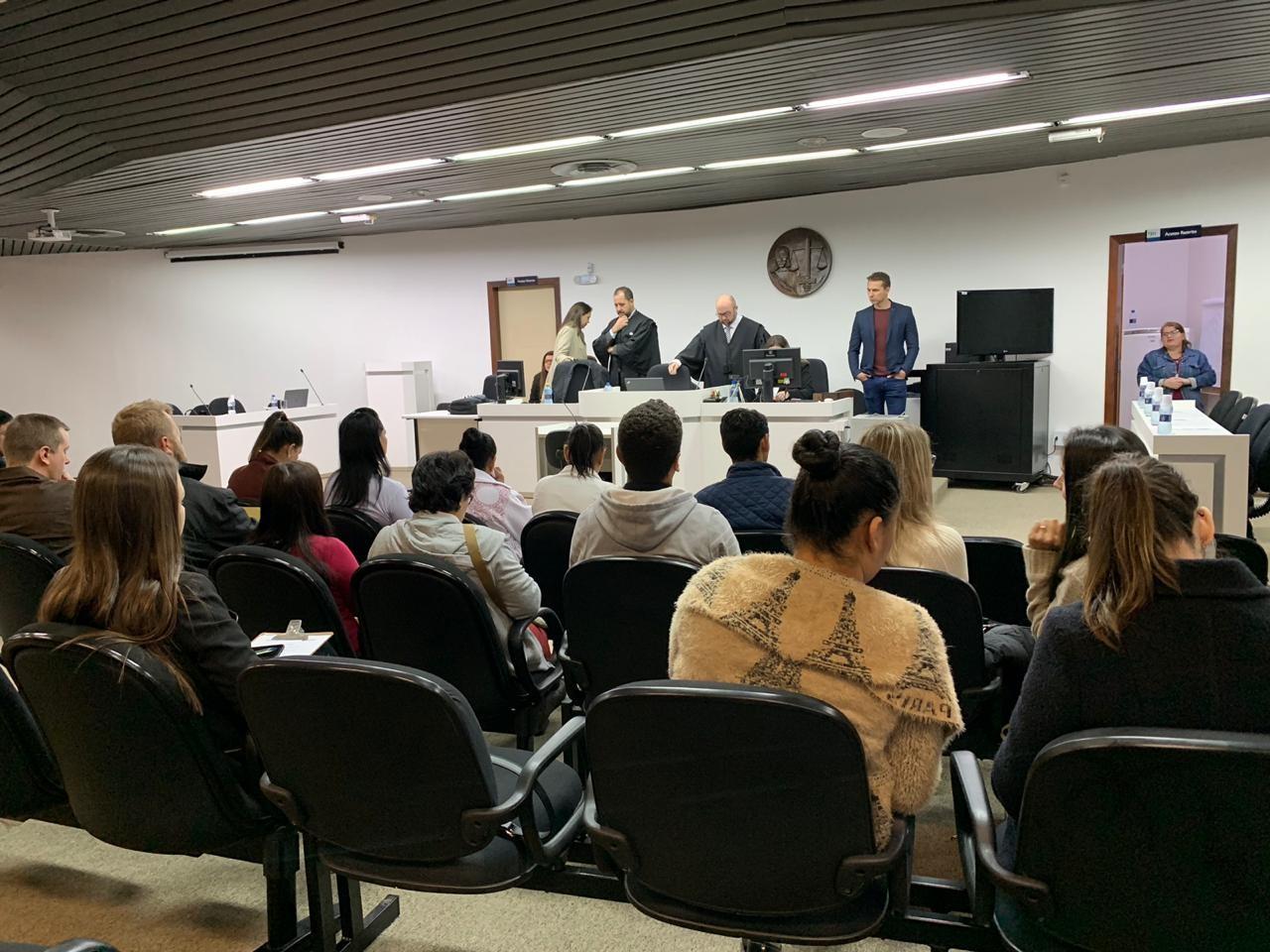 Marido é condenado em júri a 20 anos de prisão por morte de mulher em Jaraguá do Sul  - Notícias - Plantão Diário