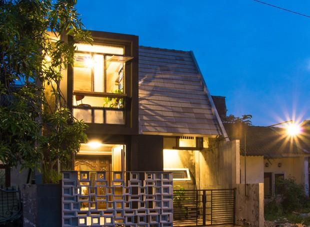 Casa na Indonésia utiliza portas como janelas (Foto: gayuh budi utomo arsitek / Flickr)