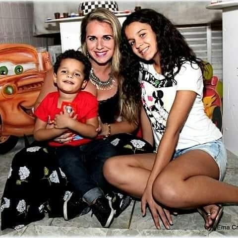 Verônica com os filhos (Foto: Arquivo Pessoal)