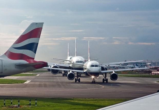 Pista de decolagem no aeroporto de Heathrow, em Londres (Foto: Philip C/Wikimedia Commons/Wikipedia)