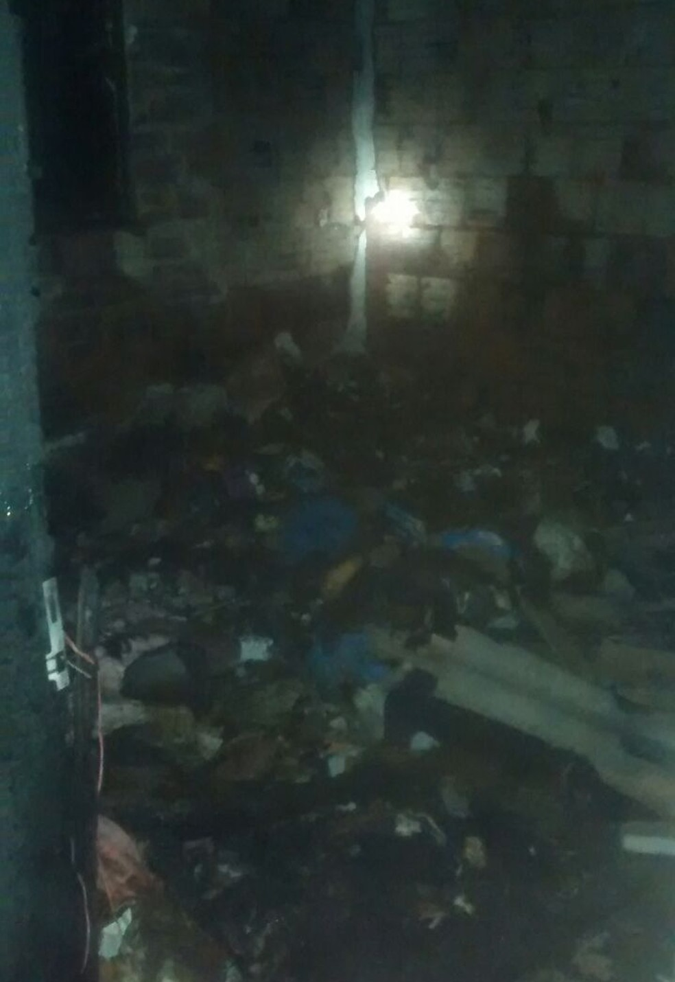 Suspeito ateou fogo em mulher e as chamas se espalharam pelos cômodos de residência em Lins (Foto: Arquivo Pessoal)