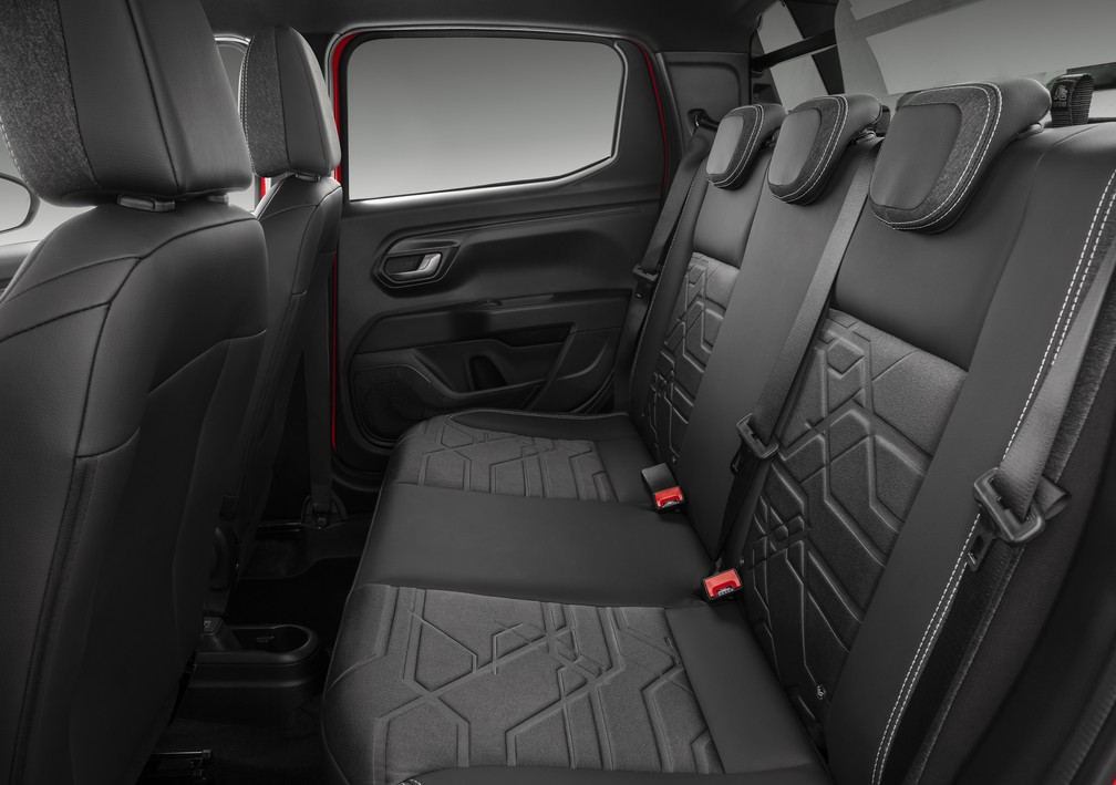 New generation of Fiat Strada has more space in the rear seat - Photo: Disclosure