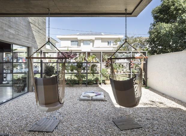 Espaço disputado na casa, o redário tem vista livre para o verde ao redor (Foto: Joana França/Divulgação )