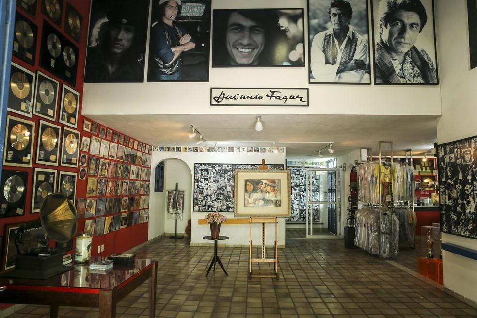 """Exposição """"Raimundo Fagner - Vida e Obra"""", localizada no Parque Itamaraty em Fortaleza — Foto: Helene Santos"""