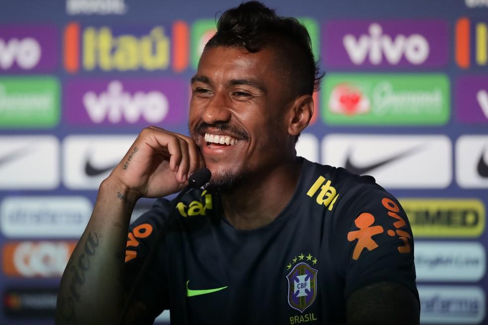 Paulinho sorri na coletiva: volante vai disputar sua segunda Copa do Mundo (Foto: Pedro Martins / MoWA Press)