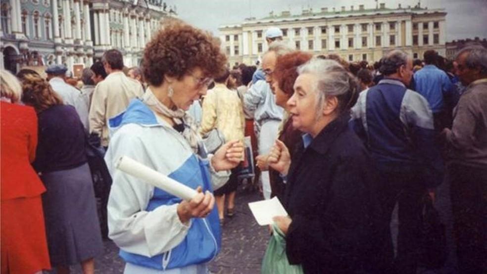 Em agosto de 1991, durante um comício da Praça do Palácio, em São Petersburgo — Foto: Sociedade Matemática de São Petersburgo/Divulgação