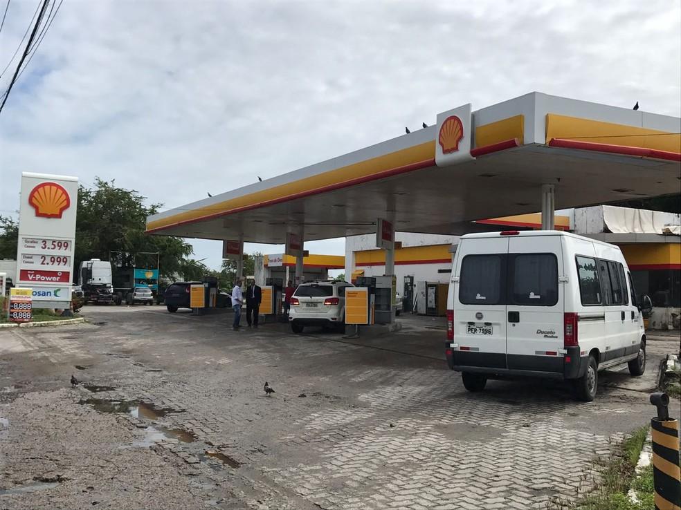 No posto próximo a Ponte do Limoeiro, na região central do Recife, o preço do litro da gasolina era R$ 3,09 até a quinta-feira (20). Nesta sexta-feira (21), registrava R$ 3,59 (Foto: Thays Estarque/G1)