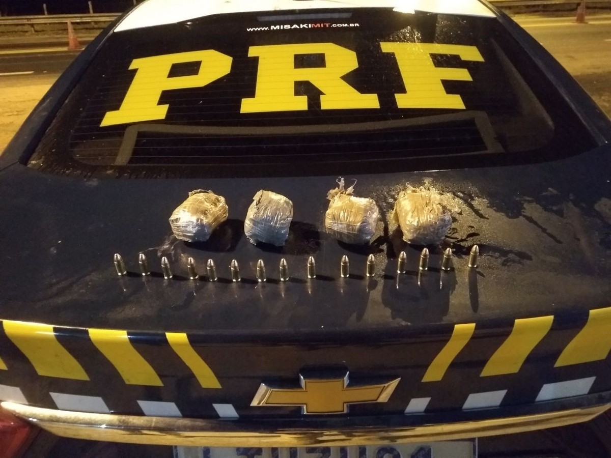 Homem é preso com 200 munições de arma de fogo em carro adulterado na BR-101, em Campos