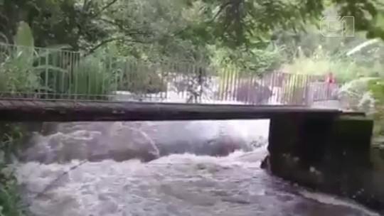 Tromba d'água deixa um morto e desaparecidos em Itatiaia
