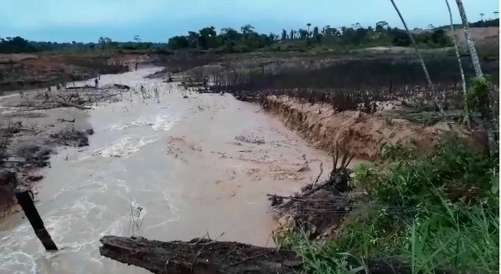 Barragem em Machadinho D'Oeste rompeu na sexta-feira (29) — Foto: Polícia Ambiental/ Divulgação