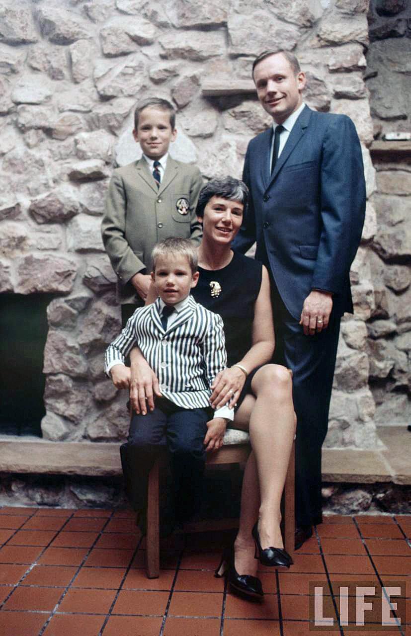 Neil Armstrong e família (Foto: Reprodução/Revista Life)