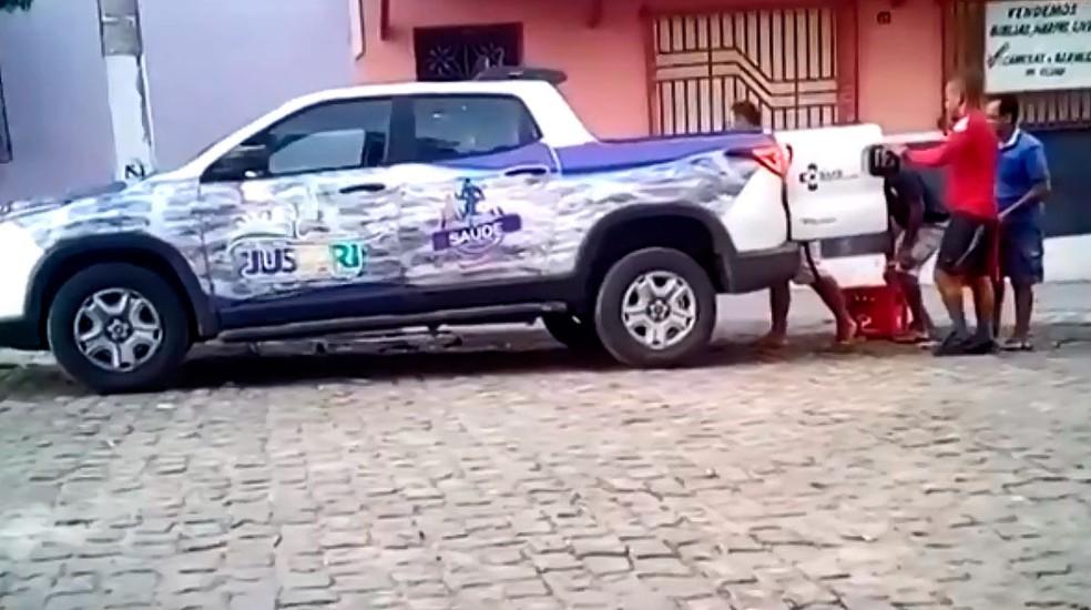 Carro da Secretaria Municipal de Jussari, na região sul da Bahia — Foto: Reprodução/TV SantaCruz