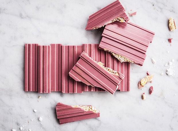 O chocolate rosa tem sabor frutado e cor natural, sem adição de corantes (Foto: Callebaut/ Reprodução)