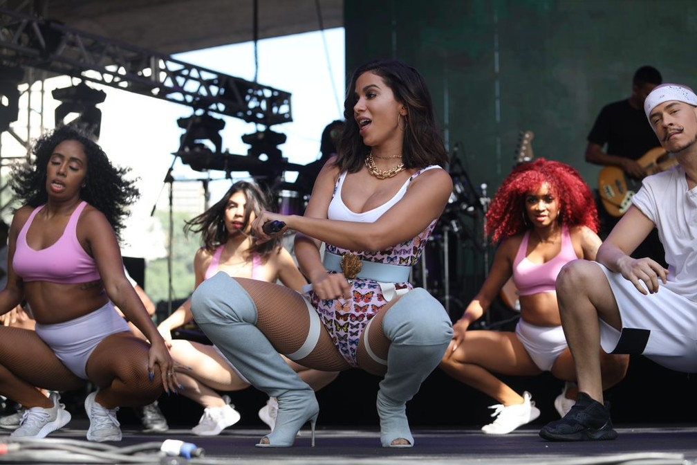 Anitta canta seus sucessos durante show na Virada Cultural em SP — Foto: Fábio Tito/G1