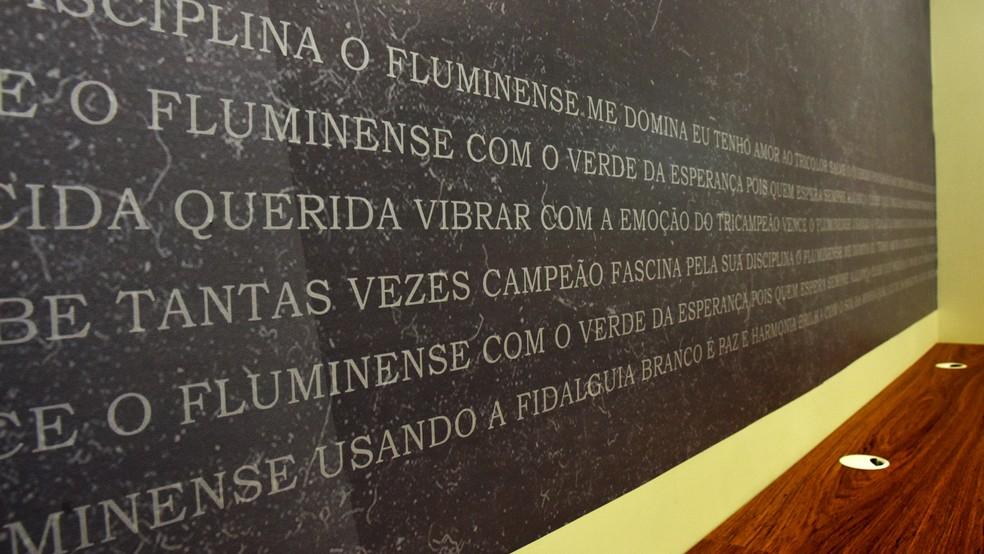 Hino do Fluminense em nova sala de imprensa — Foto: Mailson Santana / FFC