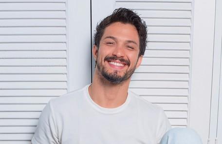 Romulo Estrela também foi escalado para a trama. Ele voltará a trabalhar com Grazi, com quem fez 'Bom sucesso' Robert Schwenck