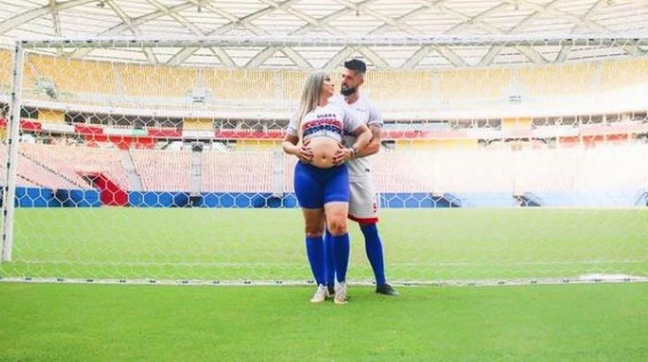 Em UTI aérea, esposa do jogador Marco Goiano chega a Goiânia em estado grave para tratar Covid-19: 'Chegamos com vida'