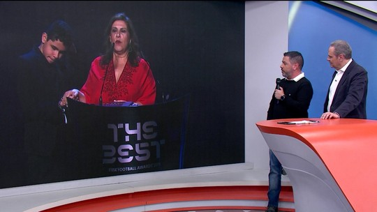 Repórter conta como flagrou Silvia, a premiada mãe que narra os jogos do Palmeiras para Nickollas