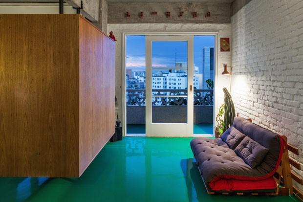 Décor do dia: sala de estar com piso colorido (Foto: Reprodução/Divulgação)