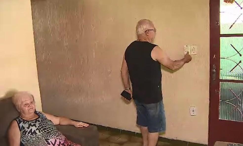Casal está sem luz após receber conta de R$ 10 mil  (Foto: TV Vanguarda/Reprodução )