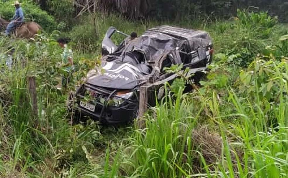 Viatura da Polícia Civil ficou destruída após capotar na BR-316, no Maranhão — Foto: Redes Sociais
