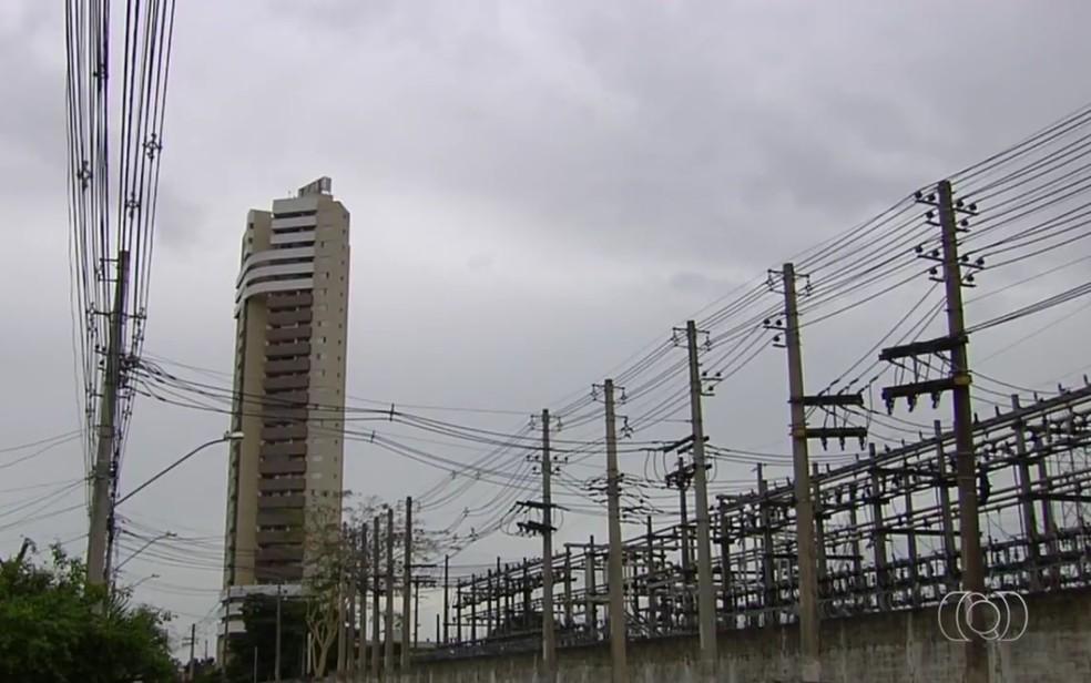 Enel, responsável pelo sistema de energia elétrica em Goiás (Foto: TV Anhanguera/Reprodução)