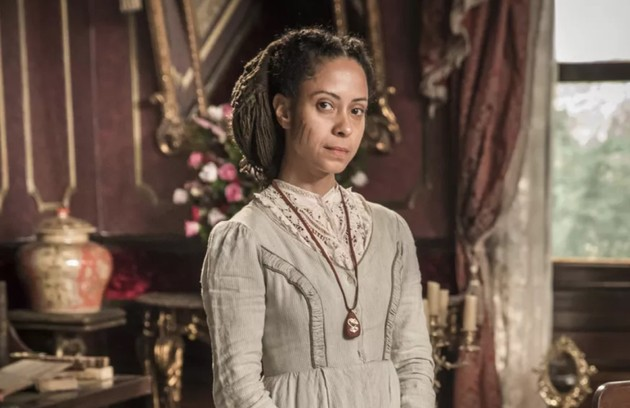 No sábado (25), Justina (Cinara Leal) afirma a Pilar que Samuel ainda a ama (Foto: TV Globo)