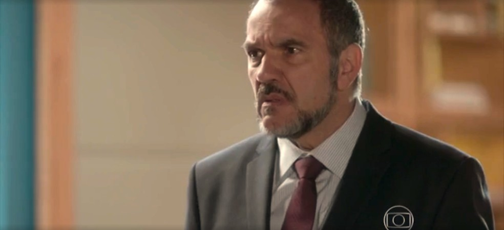Germano fica surpreso com atitude de Lili — Foto: TV Globo