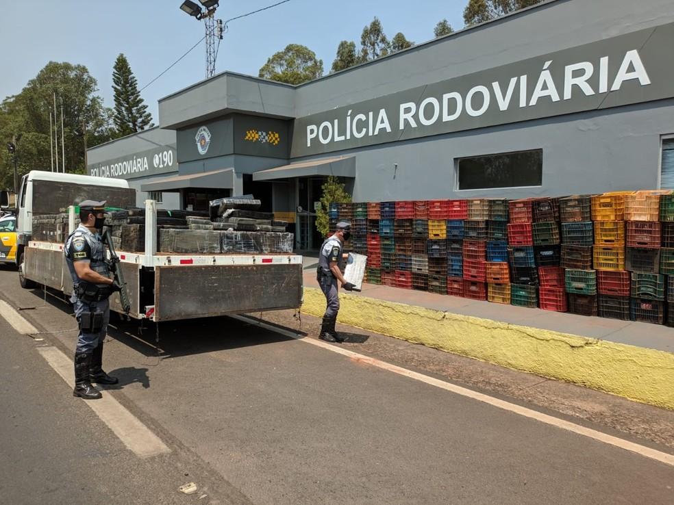 Mais de 4 toneladas de maconha foram apreendidas após abordagem policial — Foto: Polícia Rodoviária