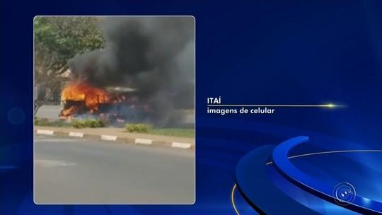 Motorista escapa de Kombi em chamas em rodovia de Itaí