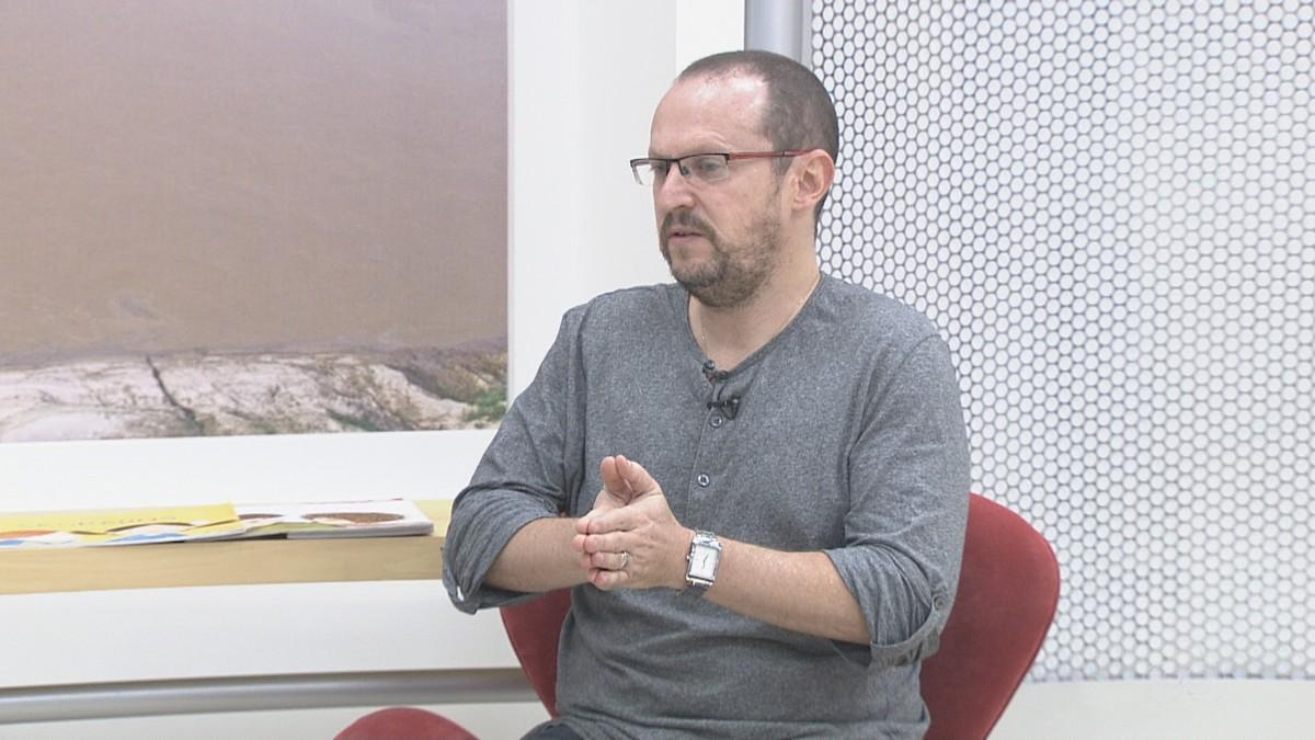 Escritor Ilan Brenman dá palestra em Cuiabá sobre censura e preconceito na literatura infantil