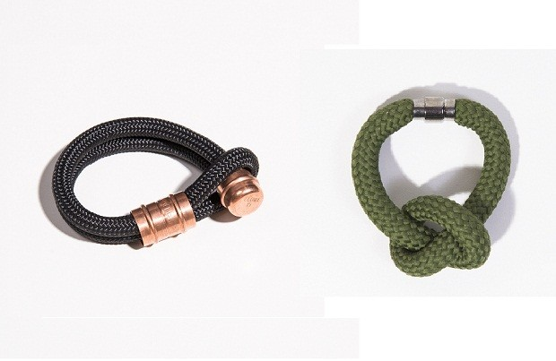 Pulseiras de corda | Acessórios cheios de estilo, as pulseiras de corda caíram no gosto dos homens de todas as idades. Para os mais discretos, a pulseira preta com fecho em cobre (25 cm), e para os mais ousados, a pulseira verde com nó (31 cm sem nó) | Da Dre Magalhães, preta R$115,00, verde R$150,00.  (Foto: Divulgação)